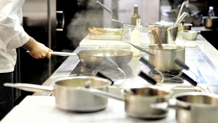 postazione con fuochi per corsi di cucina